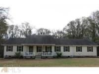Charming 3BR/2BA home in the country! Large living room