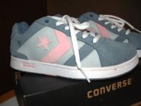 Beautiful women's size 6 med. Denim/Gray/Pink Suede new