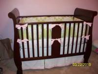 Gently used, perfect condition Bella Convertible Crib