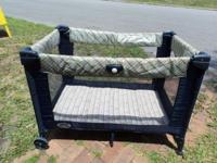 Cosco Juvenile Fold n Go, Portable crib, in very good