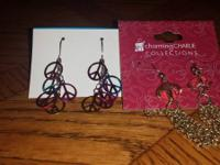 Two pair of dangle earring one chain links hanging, the