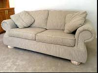 Excellent condition-Couch made by Hammary by Lazy