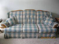 Schweiger couch & loveseat, main color teal, great