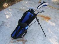 A Cougar XC-3 Junior Golf Clubs and Bag. Set includes: