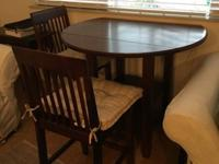 Counter height pub table for sale. Excellent condition.