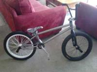 Its a fly tierra 4 w/ removable brake mounts integrated