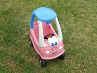 Cozy Coupe - The steering wheel is broken, but it does
