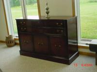Beautiful Credenza  Excellent condition $140 or Best