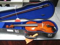 We are selling a Cremona 1/2 size violin !!! In good