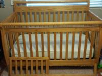 Crib for sale! Extremely nice condition has a few