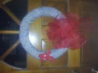 This listing is for Crimson Tide houndstooth wreaths. I
