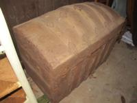 """Cross Slat Saratoga"" barrel top trunk - This is a"