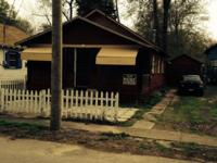 Nice cottage 1/2 block from free publicbeach 3 bedrooms