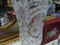 Excellent, elegant crystal vase, Wonderful display to