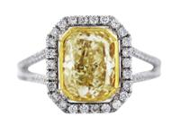 Stylen2.62 Carat Cushion Cut Fancy Yellow Diamond