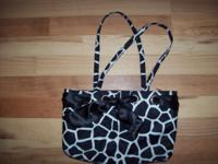 Cute purse in like new condition---measure approx. 14""