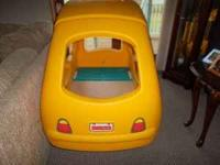 Very cute and clean step 2 coupe car bed. Complete with