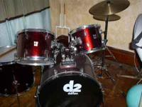 D2 Drumset includes:bass drum, 2 tom toms, floor tom,