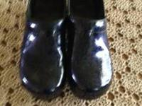Dansko clogs in Navy Arabesque Size 42 Like new Have