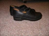 Sanitas Size 39 Black/Oiled Leather Call or text:  //