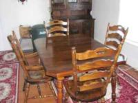 Dining set: Table with extender leaves, 2 Captain