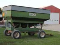 Daycon 300 bushel gravity wagon 8 ton Westendorf gear