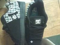 i am selling a very nice new pair of dc shoes black and