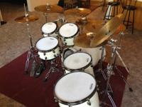 6 Piece ddrum Dominion Series, White with Flake. Evans