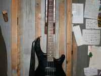 Dean Edge 4 string Bass Guitar Black. Comes With