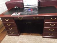 Executive desk66'' x 32'' Cherry woodGood condition5