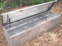 Diamond Plate tool box, in Excellent Condition, made to