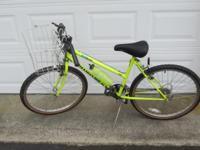 Good condition Yellow Diamondback Sorrento bike