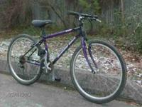 "Mens Diamondback Topanga MTB. It has a 15"" frame with"