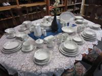 Hung set of 96 pieces of Diane by Wade Fine China made