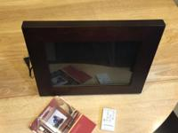 DIGITAL PICTURE FRAME. UP FOR SALE IS A VERY GENLY