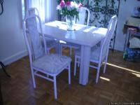 For Sale Dinette Set : Great Condition. Table has a
