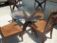 DINETTE TABLE ( BEAUTIFUL), PLEASE CALL OR TXT  //