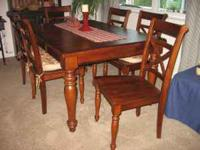 EXCELLENT CONDITION MAHAGANY 7 PC DINING SET W/6 CHAIRS