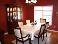 Get ready for the holidays. . .Dining room set used 6
