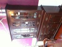 Excellent condition Kling Colonial dining room set.