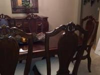 Beautiful Dining Room Set. Excellent Condition .8