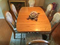 Solid oak dining room table with 6 chairs. Size of