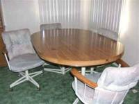 FOR SALE DINING ROOM TABLE & 4 CHAIRS GOOD CONDITION