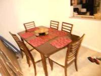 im selling a dining table and chairs (very clean no