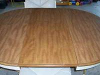 Beautiful dining room table with 4 swivel ROLLING