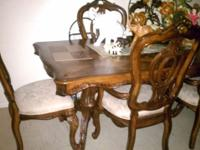 Immaculate condition dinning set with 6 chairs ,hutch