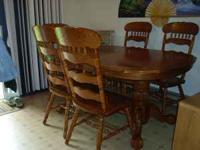 Oak dining table 2 1/2' tall, 5 1/2' long, 3 1/2' wide,