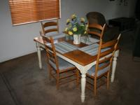 A very nice dining room table with leaf to enlarge and