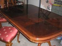 Extremely great condition, Dining Room Table with 2