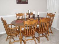Beautiful dining table with 6 chairs, in great